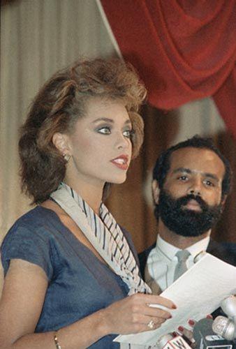 1984'te ABD güzeli seçilen Vanessa Williams, Penthouse'da çıplak fotoğrafları yayınlandıktan sonra Amerika Güzeli tacını bıraktı.