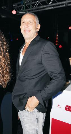 NURETTİN HASMAN  İş adamı Nurettin Hasman, yıllardır genç sevgilileri ile magazin gündeminde yer alıyor. Gençlerle yaşadığı aşklar onu hep genç tutuyor olsa gerek. Hasman, 55 yaşında.