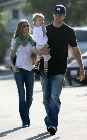 Amerikan Futbolu oyuncusu Tom Barady ile evli olan modelin 1 buçuk yaşında Benjamin adında bir oğlu var.