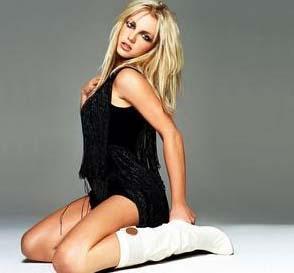 """ÖLÜME ÇOK YAKLAŞMIŞTI  Bir dönem hem özel hayatında hem de mesleki kariyerinde zor günler geçiren Britney Spears hakkında da """"ölüm"""" dedikoduları yayılmıştı."""