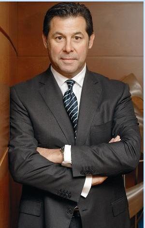 Cem Boyner  Boyner Holding Yönetim Kurulu Başkanı Cem Boyner, her zaman genç delikanlı görüntüsü veriyor. Cem Bey'in yaşı 54.