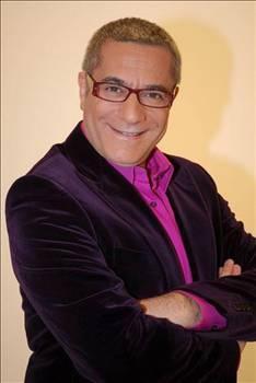 Üç kez ağırlaşarak tüm sevenlerini korkutan Erbil'in doktoru Jan Klod Kayuka halen ünlü sanatçıya her 28 günlük süre içinde 16 litre ilaç verildiğini söyledi.