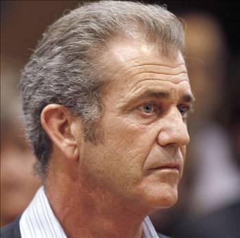 MEL GİBSON  Özel yaşamı çalkantılarla dolu olan Mel Gibson'ın bipolar rahatsızlığı ona zor anlar yaşattı.   Eski kız arkadaşı Oksana Grigorieva'yı defalarca döven aktörün alkol bağımlılığı da davranış bozukluklarını zirveye çıkarmıştı.