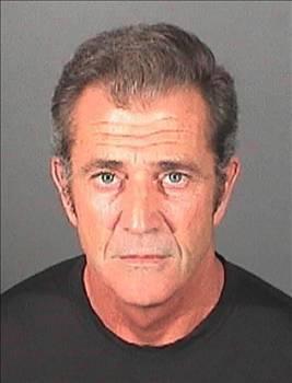 MEL GİBSON   Yakışıklı yıldız Mel Gibson, parlak kariyeri ile olduğu kadar özel hayatındaki taşkınlıklarıyla da tanınıyor.