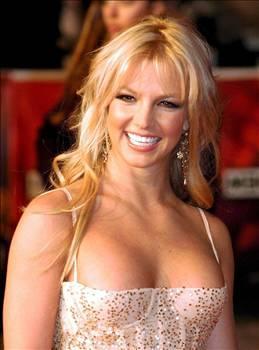 BRİTNEY SPEARS  Ünlü yıldızın bir dönem pençesinde olduğu bağımlılıkların en zararsızı seks olsa gerek.   Spears'a yakın bir kaynak ünlü şarkıcının eşi Kevin Federline ile sık sık seks maratonu düzenlediğini ileri sürmüştü.