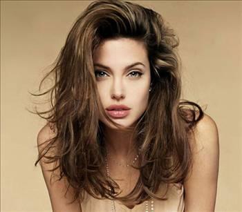 ANGELİNA JOLİE  Jolie'nin lezbiyen ilişki yaşadığı Jenny Shimizu güzel yıldızın sekse tutkun olduğunu söylemişti.   Shimuzu Jolie'nin yatak odasında kullanmaktan hoşlandığı bid bıçak koleksiyonuna sahip olduğunu da sözlerine eklemişti.