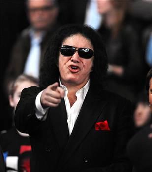 GENE SİMMONS  The Kiss grubunun solisti da bir seks bağımlısıydı. The Kiss grubunun solisti da bir seks bağımlısıydı.