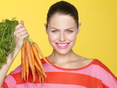 Anti-oksidanları unutmayın: E vitamininden faydalanmak için tam buğday unundan ekmek, selenyum için balık eti ve beyaz lahana, A vitamini kaynakları içinse tercihinizi kabak tatlısından yana kullanın. Sıraladığımız bu iki vitamin ve bir mineral anti-oksidanların başında geliyor. Sağlıklı bir vücut için anti-oksidanlar vazgeçilmezdir.