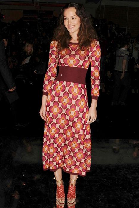 Leighton Meester Marc Jacobs elbisesinin içinde Leighton Meester, vintage bir klip kızı gibi görünüyor.