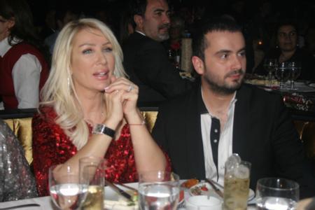 Seda Sayan (48) – Onur Şan (29) - 19 yaş  Seda Sayan (48) kendisinden 19 yaş küçük olan türkücü Onur Şan (29) ile 2 Şubat 2008'de Çırağan Sarayı'nda evlenmişti.  Şan ile 6. evliliğini yapan ünlü şarkıcı 2010 yılında tek celsede boşandı.