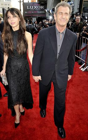 Mel Gibson - Oxana Pochepa  Mel Gibson ile 12 yaş küçük sevgilisi Oxana Pochepa, mutlu bir beraberlik yaşıyorlar.