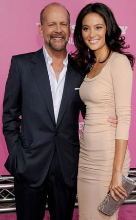 Bruce Willis - Emma Heming   Ünlü çiftin arasında 23 yaş var.