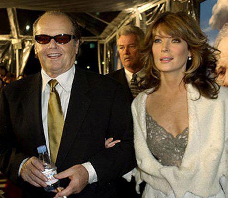 Jack Nicholson- Lara Flynn   Ünlü çiftin arasında 32 yaş var.