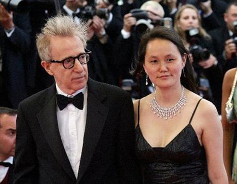Woody Allen (74) – Soon Yi Previn (39) - 35 yaş  Ünlü yönetmen Woody Allen'ın 1997 yılında Güney Koreli Soon Yi Previn ile evlenmesi büyük sansasyon yaratmıştı. Çünkü aralarında 35 yaş farkı vardı,  üstelik Soon Yi, Woody Allen'ın eski eşi Mia Farrow'un evlat edindiği dokuz çocuktan biriydi.   1992 yılında ünlü yönetmenle ilişkileri bozulan Farrow, eşinin evinde Previn'in çıplak fotoğraflarını bulmuş, ancak onun hakkında herhangi bir suçlamada bulunmamıştı. Allen – Previn çiftinin şimdi iki evlatlık çocukları var.