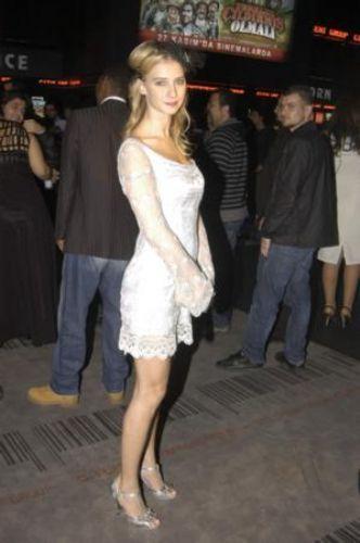 Türkiye'nin ünlü mankenlerinin boylarını biliyor musunuz...   İşte en uzun ve en kısa mankenler.