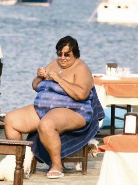 Akrep Nalan  Bodrum da yaşamayı seven ünlülerden biri olan Akrep Nalan fazla kilolarından rahatsızlık duymuyor.   Oysa ki fazla kilolarını kapatacak bir pareo giymesi Akrep Nalan için daha iyi olurmuş…