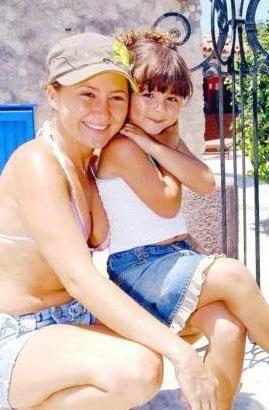 Pınar Aylin ve kızı Maya.