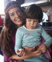 Merve Önal ve kızı Leyla