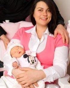 Açelya Akkoyun ve kızı Alya Deniz.