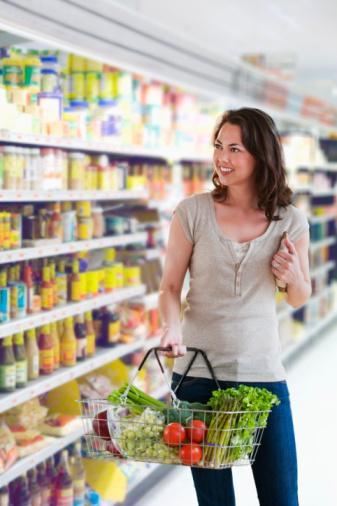 SEBZE VE MEYVELER SOFRALARIN BAS TACI Günlük Vitamin ve mineral ihtiyacınızın karşılanması ve sağlığınızın korunması için günde en az 5 porsiyon çiğ sebze ve meyve tüketilmelidir. Yapılan son araştırmaların sağlığı korumak için gerekli olan bileşikleri yeterli oranda alabilmek için günlük meyve ve sebze tüketiminin 9 porsiyona çıkarılması gerektiği yönünde.