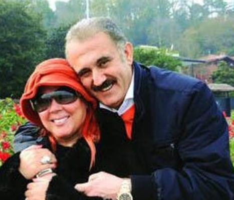 Bu evliliği boşanma ile sonuçlanan Soyman şu sıralar Faik Öztürk ile birlikte.