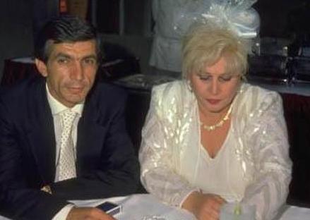 Avukat Atilla Kurtbaş ile iki yıl evli kalan Abacı, daha olgun yaşlarında da büyük aşk yaşadığı Hasan Heybetli ile evlendi.