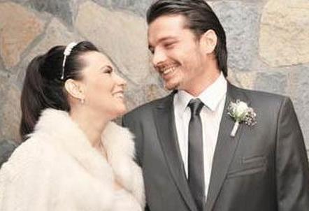 Daha sonra çok sayıda evlilik yapan Salkım, 40 yaşında da Hakan Eratik ile dünyaevine girdi.