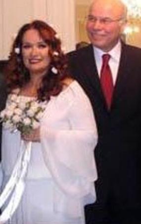 Ar olgunluk çağında ise Ercan Karakaş ile evlendi.