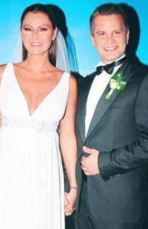 Altuğ ikinci eşi Yağmur Atacan'la evlendiğinde 35 yaşındaydı.