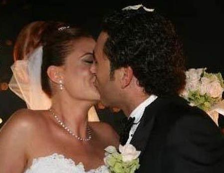 Ceyda Düvenci ikinci eşi Engin Akgün ile evlendiğinde 32 yaşındaydı.