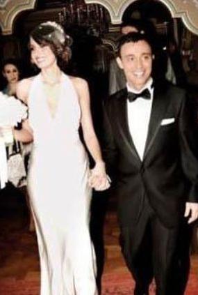 Mustafa Sandal, eşi Emina Türkcan ile 30'lu yaşlarının son demlerinde evlendi.