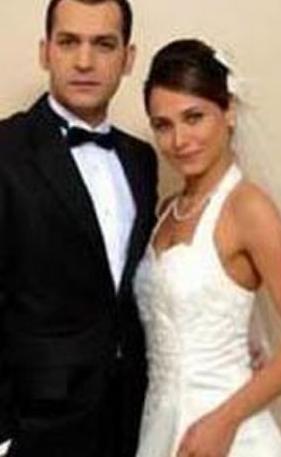 Murat Yıldırım eşi Burçin Terzioğlu ile evlendiğinde 29 Terzioğlu ise 28 yaşındaydı.