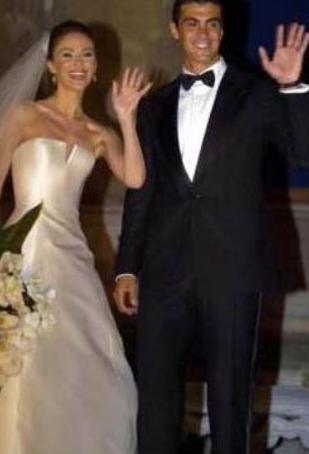 Demet Şener eşi İbrahim Kutluay ile evlendiğinde 28 yaşındaydı.