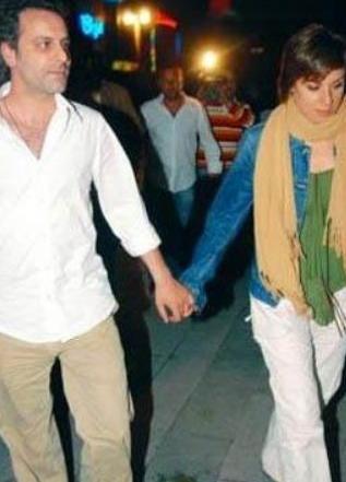 Ozan Güven eşi Türkan Derya ile evlendiğinde 28 yaşındaydı.