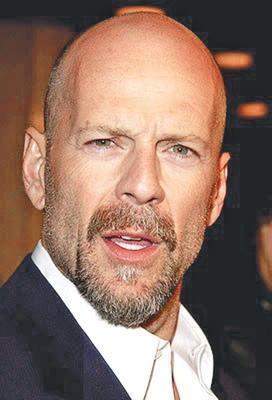 Bruce Willis  Ünlü aktör 1.82 cm boyunda.