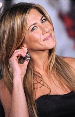 Jennifer Aniston   Güzel yıldız 1.67cm, 50 kg ağırlığında.