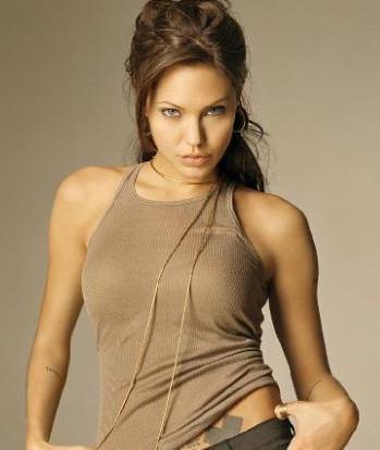 Angelina Jolie   Güzel yıldızın boyu 1.70 cm, kilosu 54 kg