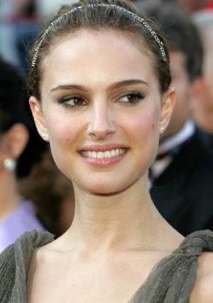Natalie Portman  Ünlü yıldız sadece 1. 60 cm byunda ve 48 kilo.