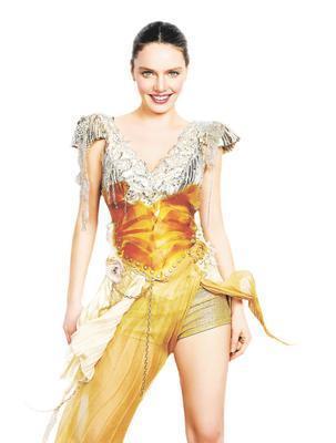 Nil Karaibrahimgil  Güzel şarkıcının boyu 1. 60 cm.