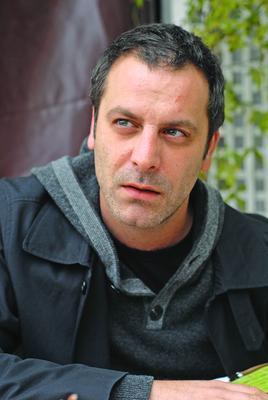 Ozan Güven  Yakışıklı aktör 1. 75 cm boyunda.