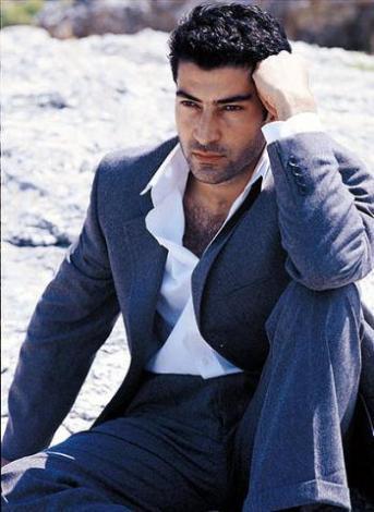 Kenan İmirzalıoğlu   Yakışıklı aktörün boyu 1.90