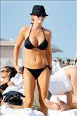 Ünlüler bikinilerini seçti bile! - 17