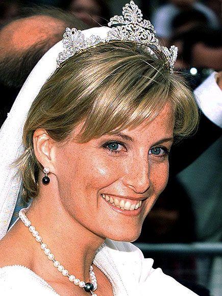 WESSEX Wssex kontesi Sophie Rhys-Jones, bu tacı Kraliçe Elizabeth'in en küçük oğlu Prens Edward'la evlenirken giymişti.