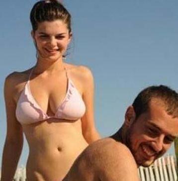 Ama sonra tatilde çektirdikleri fotoğraflar basına sızınca sakladıkları ilişkileri de gün ışığına çıktı.