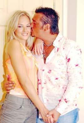 Bunun ardından Schaefer, eski nişanlısı İpek'in biseksüel olduğunu iddia etti.