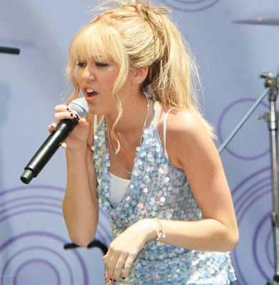 Ama Cyrus, yaptığı açıklamayla hayranlarının bu konudaki merakını da giderdi.