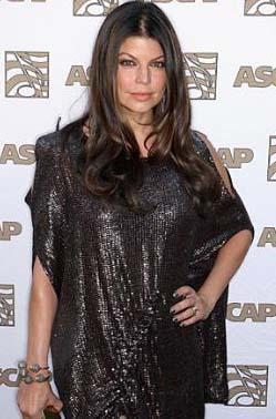BEN HER ZAMAN ÇOK SEKSİYDİM  Ünlü şarkıcı 18 yaşında ilk cinsel deneyimini yaşamış. Fergie, her zaman seksapeli yüksek bir insan olduğunu da söylemeden geçemiyor.