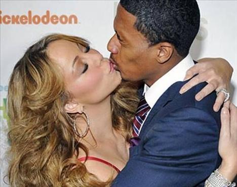 Mariah Carey, Nick Cannon'ı öperken, Cannon'ın ifadesi 'Eğer ben onları göremezsem, onlar da beni göremez' gibi değil mi?