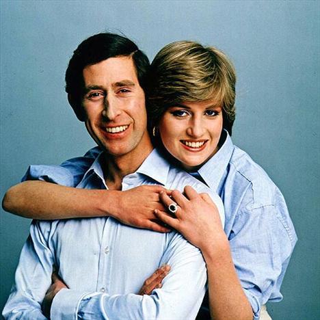 CHARLES & DIANA 30 yıl önce, 1981 yılında Prens Charles ve Lady Diana nişanlarını bu fotoğrafla duyurmuşlardı.