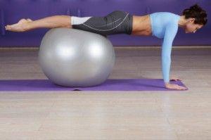 • Pilates, tok karnına yapılmamalıdır. Pilatese uzun zaman aç kalmış olarak başlamakta sakıncalıdır. Hareketlerin rahat yapılması, kramp oluşmaması ve kan şekeri dengesi açısından en uygun olanı pilates yapmaya başlamadan 1-1,5 saat öncesinden bir öğün tüketmektir.